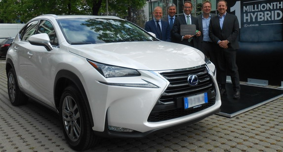 Lexus isporučio milioniti hibridni automobil