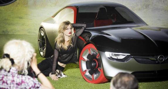Iza scene: Ekskluzivni uvid u kreiranje Opelovog kalendara za 2017.