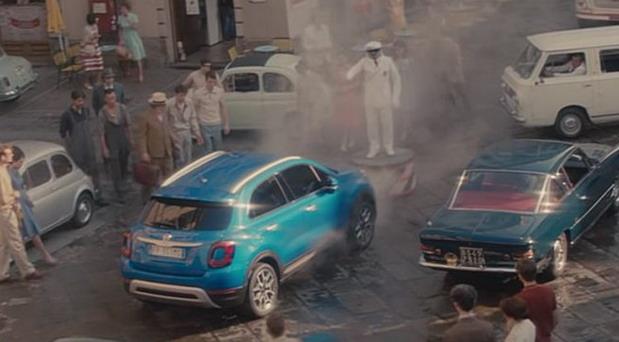 Glumac Christopher Lloyd u reklami za obnovljeni Fiat 500X, inspirisanoj filmom Povratak u budućnost