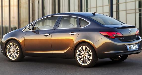 Opel Astra Enjoy limuzina sa bogatom opremom po ceni od 12.677 evra