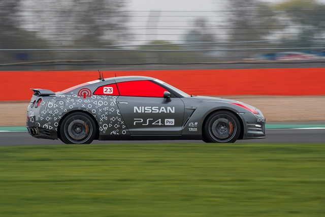 Prvi Nissan GT-R upravljan putem PlayStationa na Silverstonu je postigao brzinu veću od 210 km/h