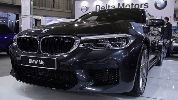 BMW M5 i BMW i8 Roadster na BG Car Showu