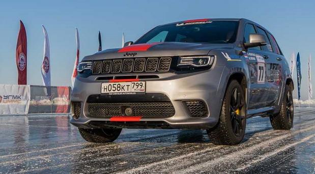 Jeep Grand Cherokee Trackhawk postavio rekordnu brzinu u vožnji na ledu u kategoriji terenaca