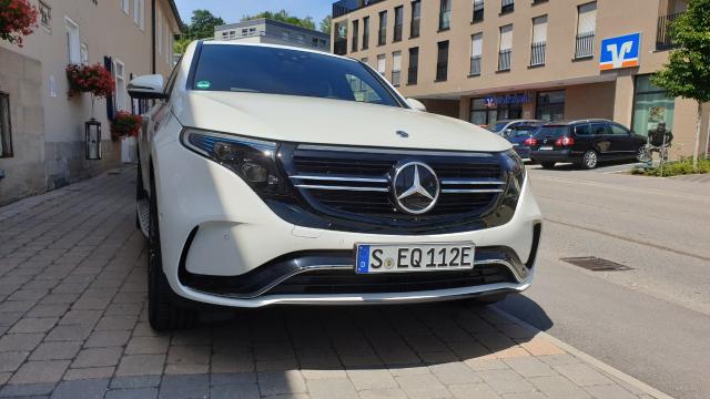 Ekipa emIsija Auto Moto Show i ABS Show na međunarodnoj test vožnji Mercedesovog EQC modela