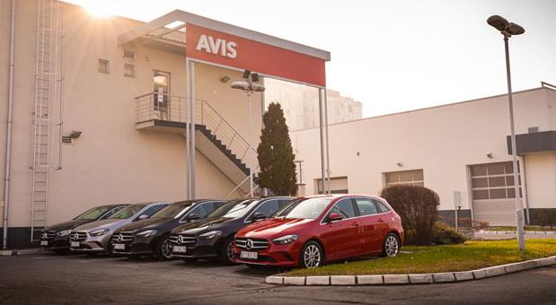 Flota Mercedesa B Klase u ponudi rent a car kompanije AVIS Srbija